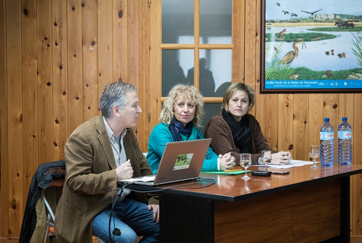 Esther Bolado, Eva Diaz Tezanos y Carlos Sanchez durante la presentación de apertura de la Casa Naturaleza de los Humedales del Anillo Verde de la Bahía de Santander