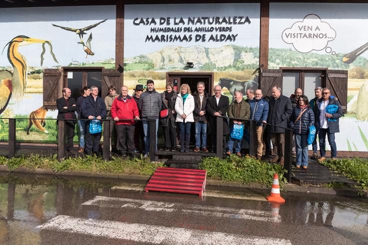 Foto de autoridades y algunos de los asistentes a la Apertura de la Casa Naturaleza de los Humedales del Anillo Verde de la Bahía de Santander